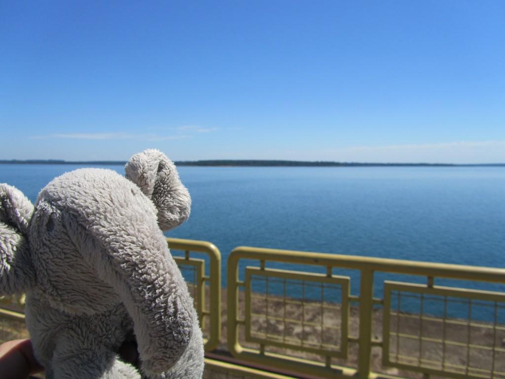Kaum zu glauben, dass dieser künstliche See mehr Strom produziert als über 100 Atomkraftwerke zusammen.