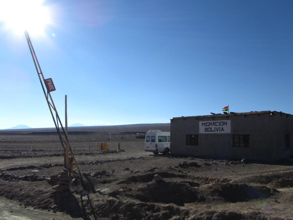 Es gibt wohl besser bewachte und modernere Grenzen als jene zwischen Chile und Bolivien bei San Pedro.